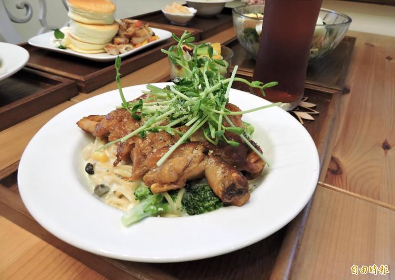 普羅旺斯雞腿排義大利麵的雞腿排份量十足。(記者張菁雅攝)