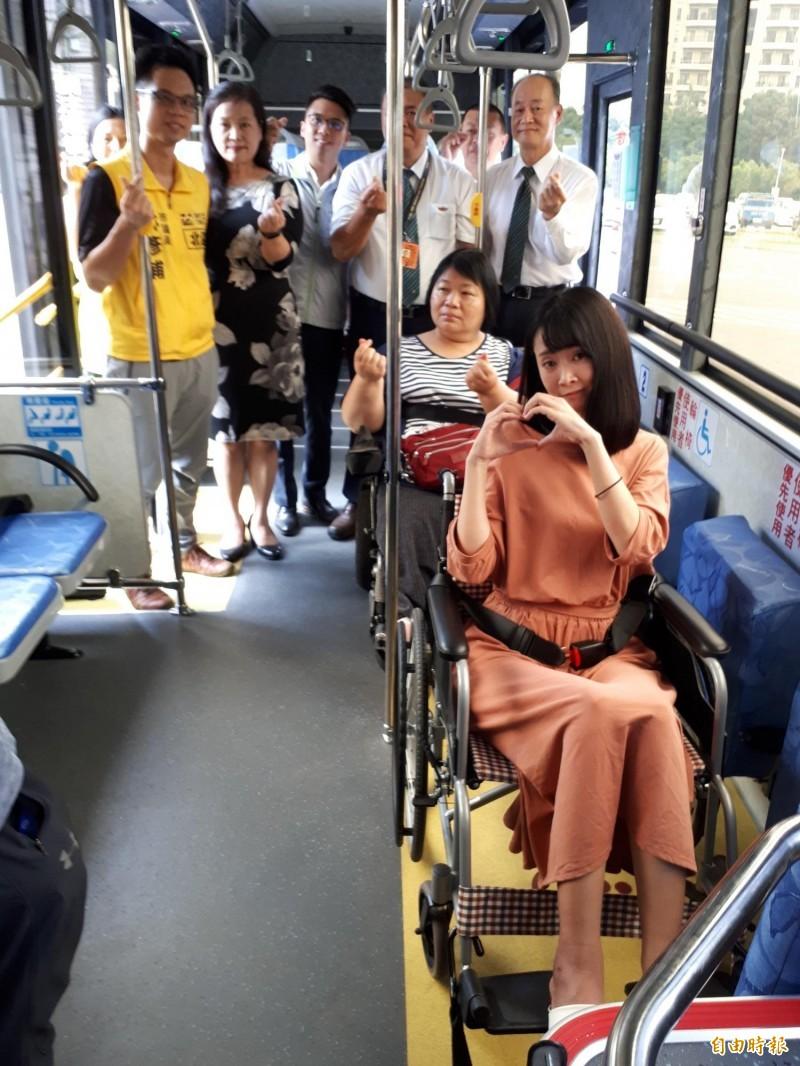 新竹市政府爭取經費,補助公車業者新增5部低地板公車。(記者洪美秀攝)