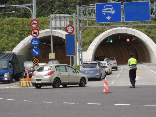 蘇花改蘇澳隧道連假期間車多壅塞。(資料照,記者江志雄攝)