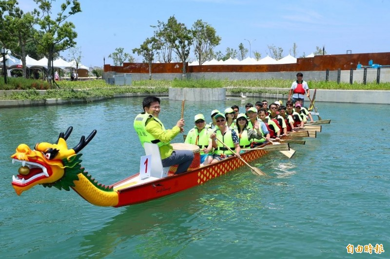 前台中市長林佳龍去年參加台中龍舟賽活動。(資料照,記者張軒哲攝)