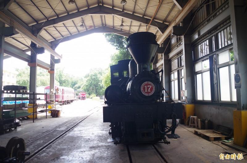 17號林鐵蒸汽機車頭現在嘉義修理工廠待評估。(記者王善嬿攝)