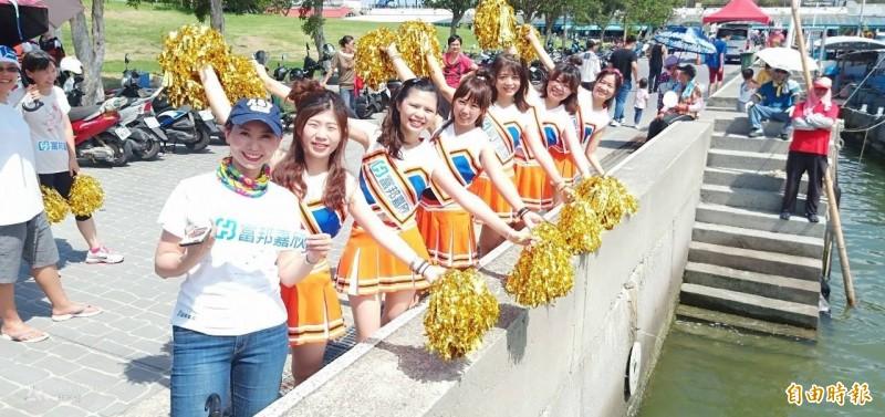富邦嘉欣隊還有女子啦啦隊助陣。(記者林宜樟翻攝)