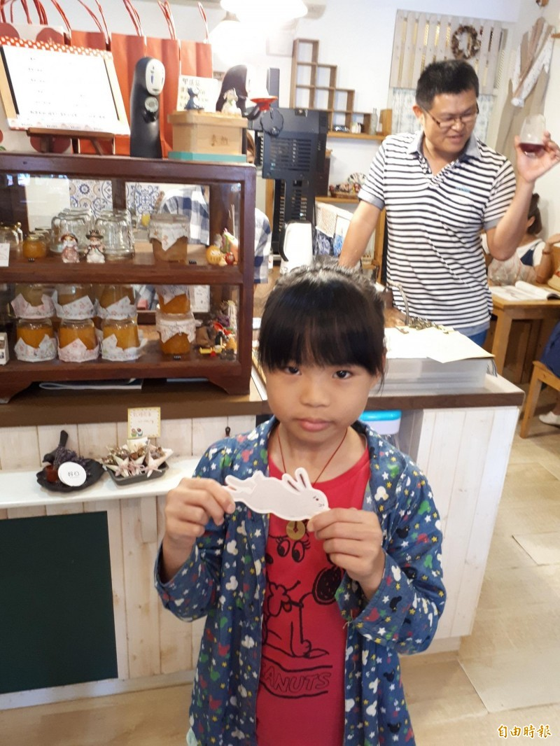 慕淳日式刨冰店內,還有吸引小朋友的「扭蛋」玩具,小朋友可從扭蛋中發現各種驚喜。(記者洪美秀攝)