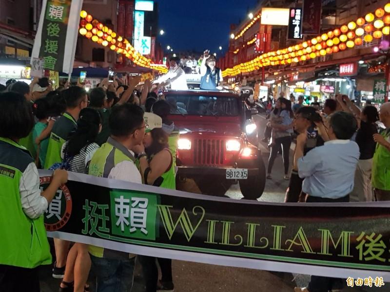 民進黨總統參選人賴清德「壯大台灣車隊遊行」抵達嘉義縣奉天宮。(記者蔡宗勳攝)