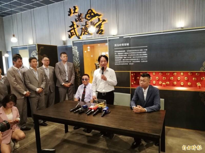 前行政院長賴清德(右二)呼籲大家堅定支持他,否則「今天投韓,明天投降」。(記者廖淑玲攝)