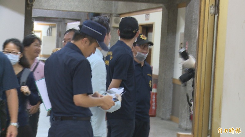 檢警昨對鄭男相驗,將於12日進行解剖釐清死因。(記者丁偉杰攝)