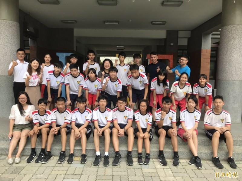 新竹市培英國中今年國中會考,有183名學生5A,更有22名學生是5A10+,表現亮眼。(記者洪美秀攝)