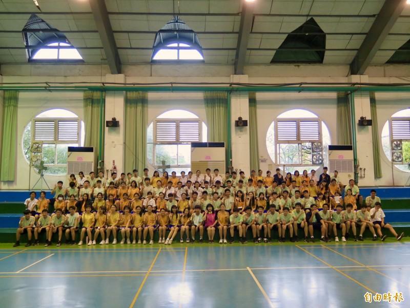 新竹市三民國中學生有136名學生考到5A。(記者洪美秀攝)