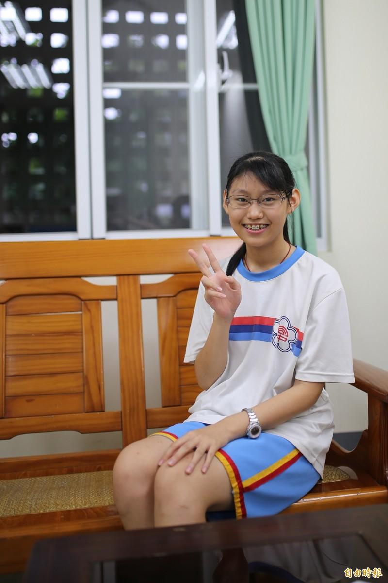 大同高中國中部的鄭羽棋,是今年國中會考屏東縣唯一榜首。(記者邱芷柔攝)