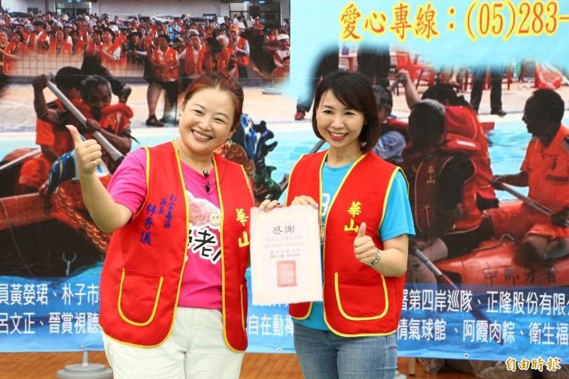 今天有約百位志工協助老人家運動。(記者林宜樟攝)