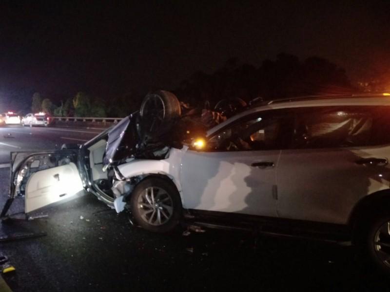 國道3號關廟段今晚傳出5車追撞事故,幸無嚴重傷亡。(記者萬于甄翻攝)