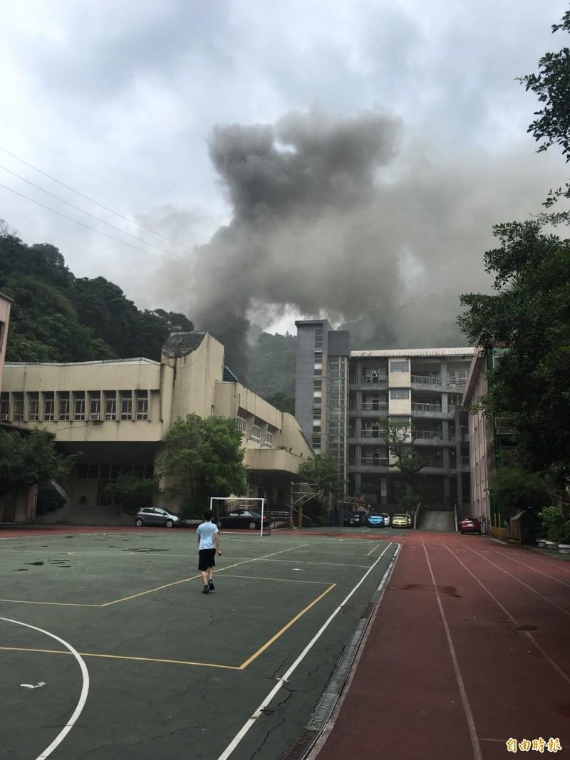 基隆市仁二路137巷民宅今天上午發生火警。(記者林嘉東攝)