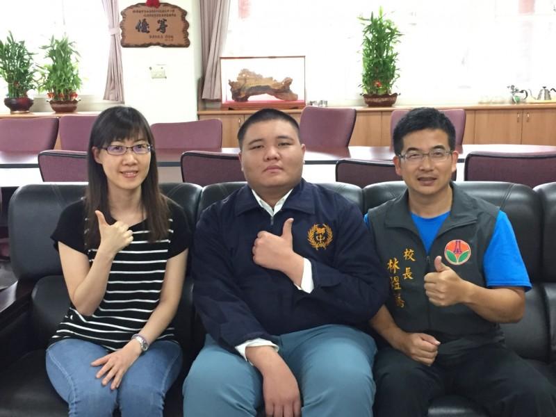 獅潭國中黃華順會考創校史紀錄,將獲3萬獎金。(校方提供)
