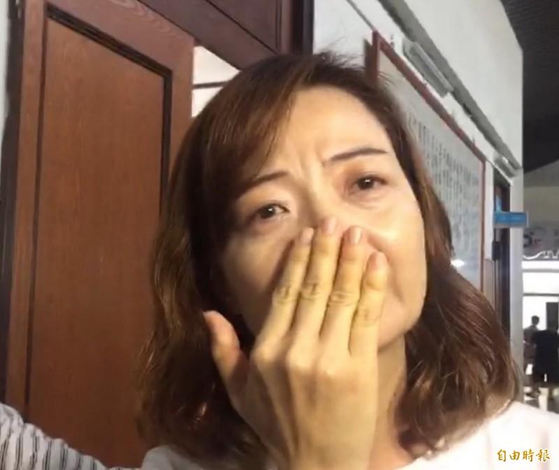 談及照顧女兒的過程,張彧綺的媽媽仍然激動地掉下眼淚。(記者張聰秋攝)