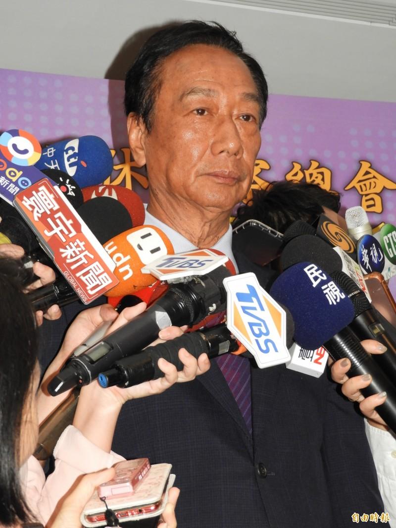 台北市長柯文哲昨在議會答詢表示鴻海集團董事長郭台銘當過大老闆,有一定的水準。郭台銘今天表示,憑藉過去45年在工商業界累積的經驗,當台灣拚經濟時,需要像他這樣的領導人。(記者賴筱桐攝)
