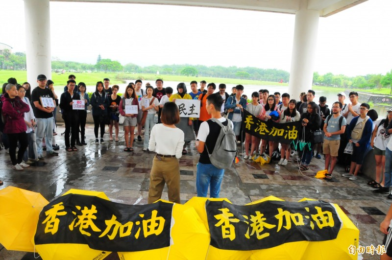 2位香港人站出來,在東華大學學生會舉辦的聲援香港反送中活動中,獲得百餘東華大學師生出面力挺!(記者花孟璟攝)