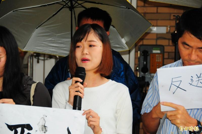 就讀東華大學大三的香港學生文庭山哽咽地說,親人朋友都還在香港的抗議現場,很擔心他們的安危,感謝東華給她支持,並站出來聲援香港人。(記者花孟璟攝)