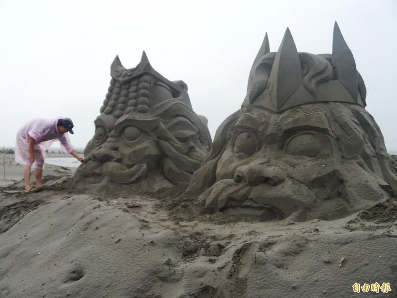 大安濱海樂園今年特大型沙雕以3D方式呈現。(記者張軒哲攝)