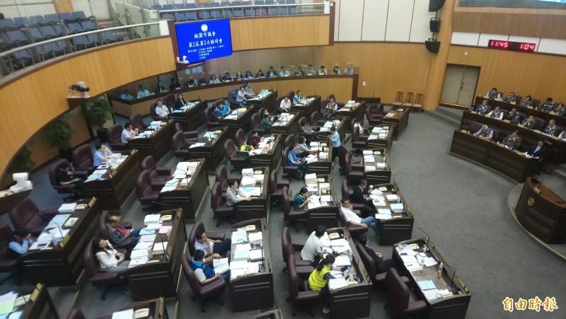 桃園市議會通過食安條例、列出日本五縣核食不准銷售。(記者謝武雄攝)