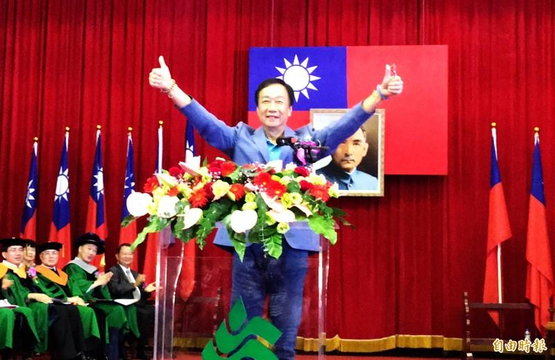 鴻海董事長郭台銘在崑山科大畢業典禮演說,自曝小時候就夢想當總統。(記者吳俊鋒攝)