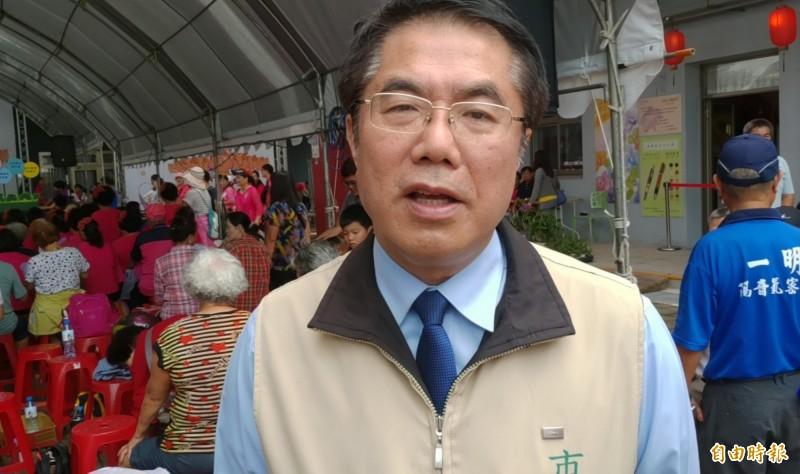 黃偉哲表示,前行政院長賴清德未來會有很多壓得喘不過氣的工作,希望大家給他一些空間。(記者蔡文居攝)