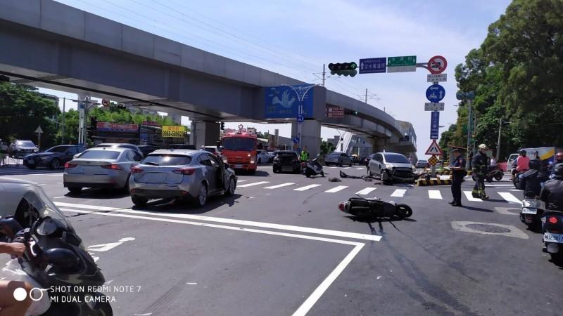 車禍現場。(記者王宣晴翻攝)