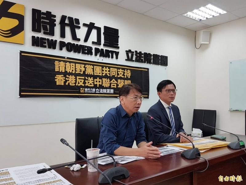 時代力量黨團總召徐永明(左)、立委黃國昌(右)。(記者謝君臨攝)