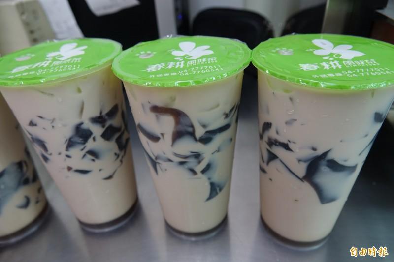 鹿港春耕風味茶的仙草凍是招牌,每天現煮現做。(記者劉曉欣攝)