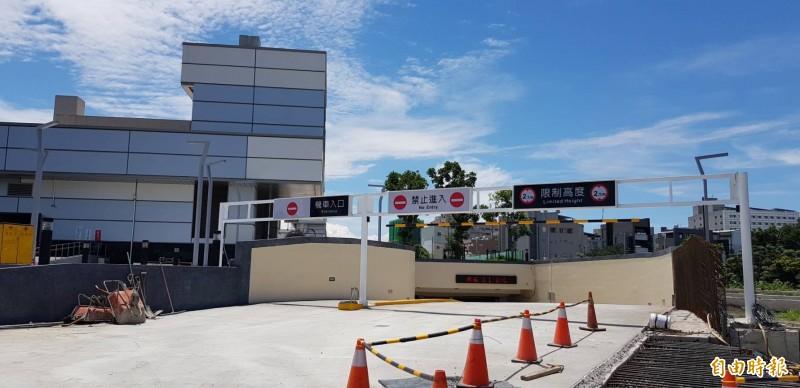 鳳山火車站地下停車場也將同步啟用。(記者陳文嬋攝)