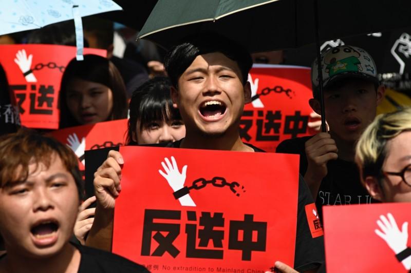 抗議人士要求林鄭月娥下台及撤回修訂《逃犯條例》,否則將於21日發動全港不合作運動。(法新社)