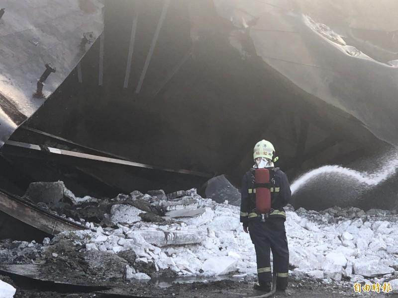 彰濱工業區線西區傳火災,搶救中。(記者劉曉欣攝)