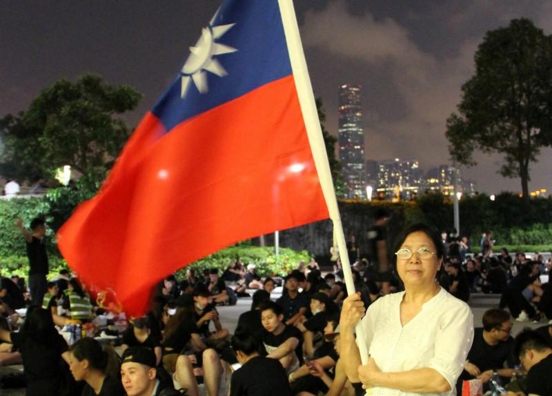 「一國兩制」不斷被北京侵蝕 數千香港民眾逃來台灣