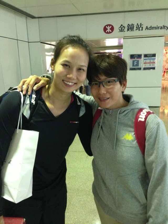 陳宜(左)15年前還只是暖暖高中3年級的學生,當時香港提出優渥條件,還希望她轉入香港籍、代表香港出賽。(陳宜提供)