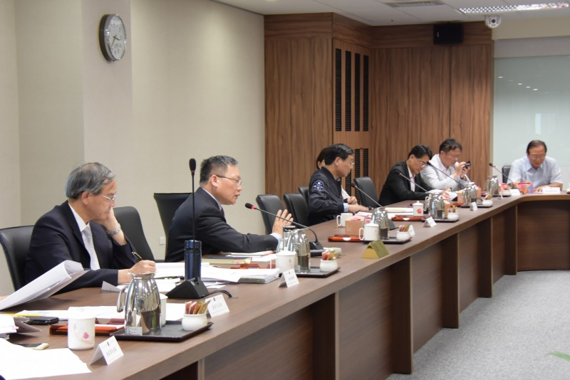 財政部長蘇建榮(左2)以統籌分配稅款額度分配在主計總處,財政部只有保管的份,未答應彰化縣政府請求。(圖彰化縣政府提供)