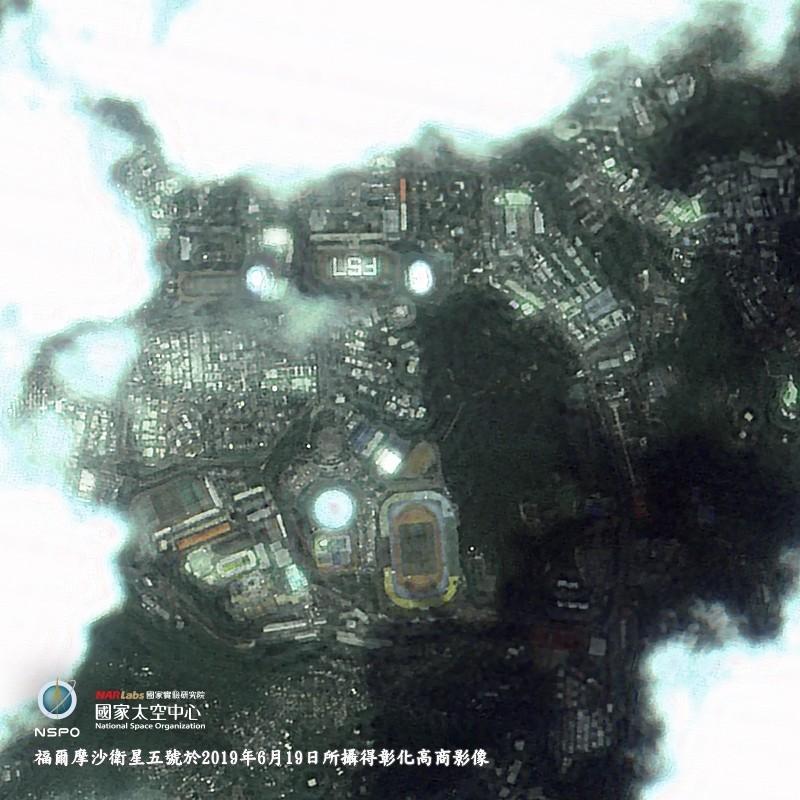 拍到了!1350人曬到頭皮發麻 只為了這張衛星照…