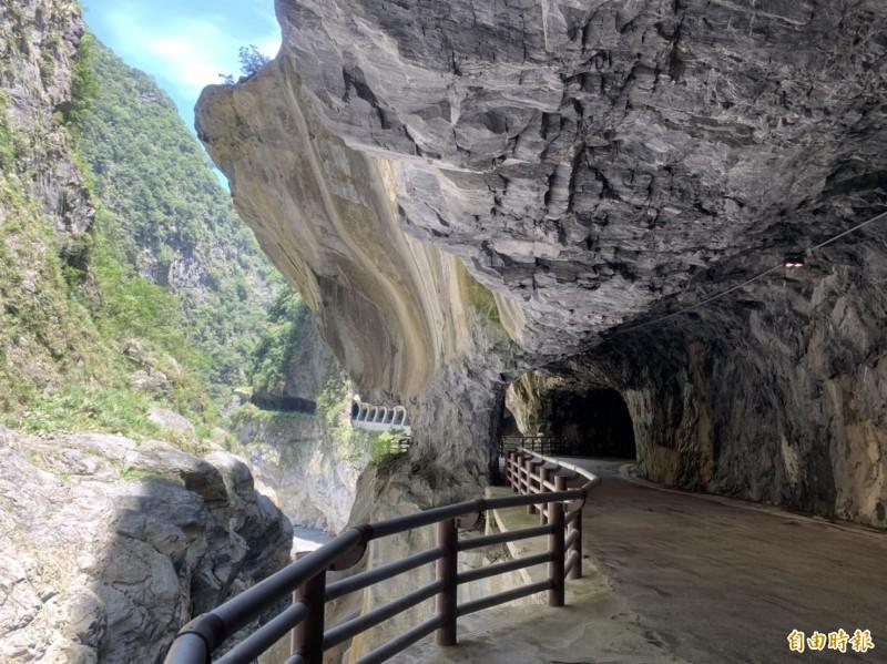 步道末端可抵達九曲蟠龍,地質景觀豐富。(記者王峻祺攝)