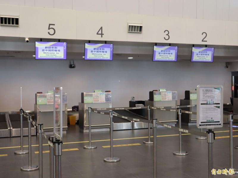 長榮航空持續罷工,台中機場明天(23日)將再取消台中到澳門來回及台中到韓國仁川共4班次。(記者歐素美攝)