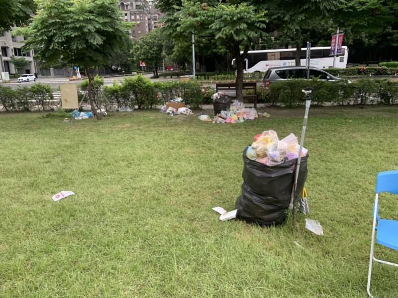 韓國瑜辦完活動,遺址公園變這樣,民眾怒:垃圾出去。(圖:擷取自台中市惠來遺址保護協會)