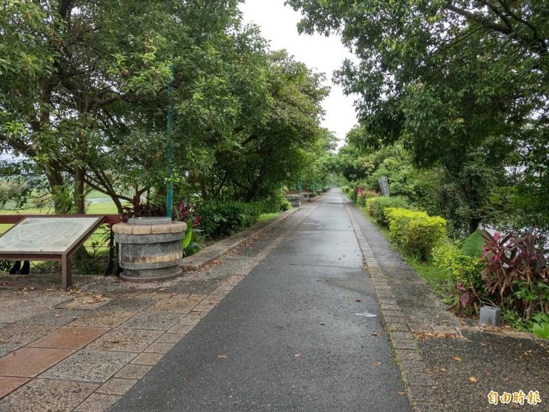 宜蘭河自行車道是宜蘭市熱門運動場域之一,但近期傳出有眼鏡蛇出沒,引起民眾憂心。(記者張議晨攝)