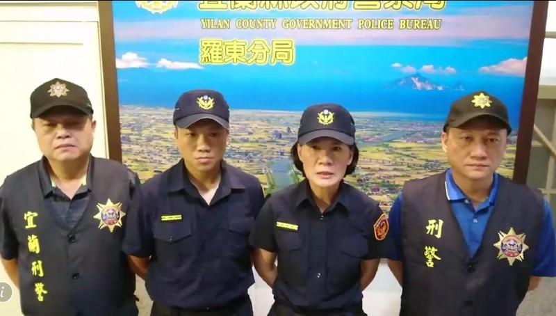 羅東警分局長陳立祺(右2),斥責毆打林姓運將的黑衣人罪行重大,建請檢方聲押。(記者江志雄翻攝)