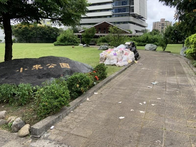 扯!遺址公園變韓國瑜選總統造勢場,申請名義竟是庶民公益園遊會。(圖:讀者提供)