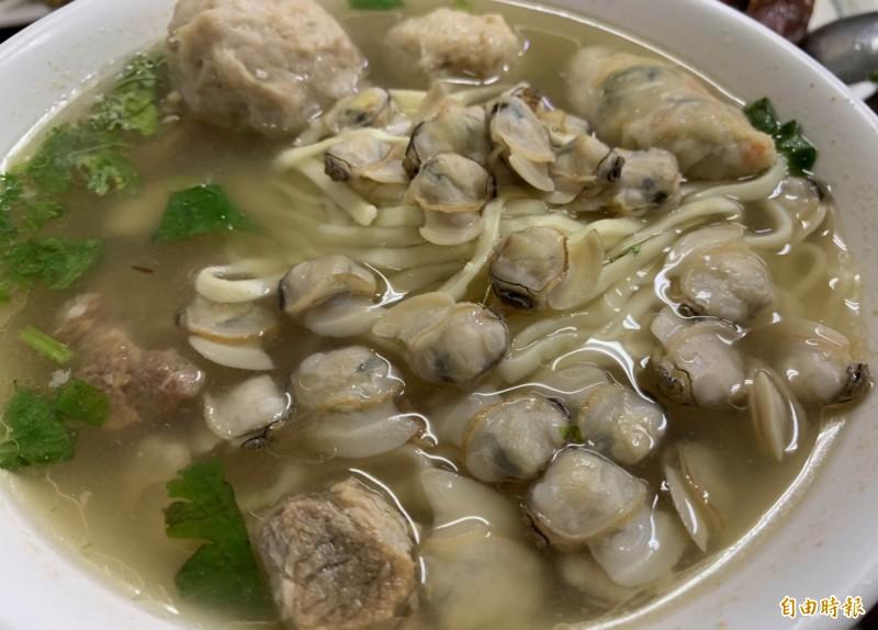 彰化市民族路50年老店阿添蛤仔麵,蛤仔多到爆。(記者湯世名攝)