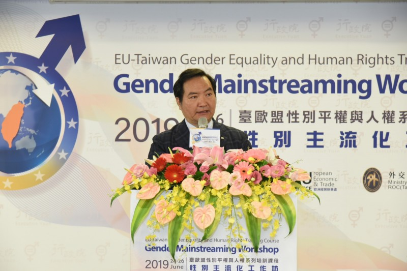 行政院政委羅秉成今日在「台歐盟性別平權全系列活動」致詞表示,今年性別主流化對台灣的意義又前進一步,台灣同性婚姻合法,將平等尊重的思維擴散到社會每個角落。(行政院提供)