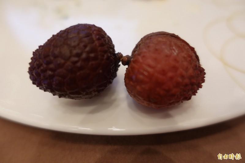 傳統冷凍荔枝外殼容易變黑(左),上銀與中興大學研發的保鮮科技讓外銷到日本的荔枝依舊鮮紅欲滴(右)。(記者林翠儀攝)