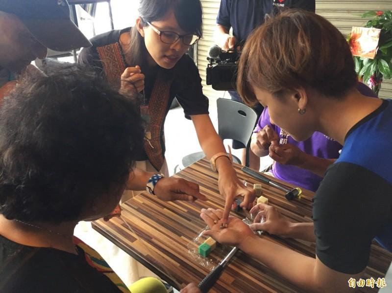 為將熱氣球季的遊客拉近延平鄉,民眾未來在鹿野火車站前的據點就能做DIY體驗。(記者王秀亭攝)