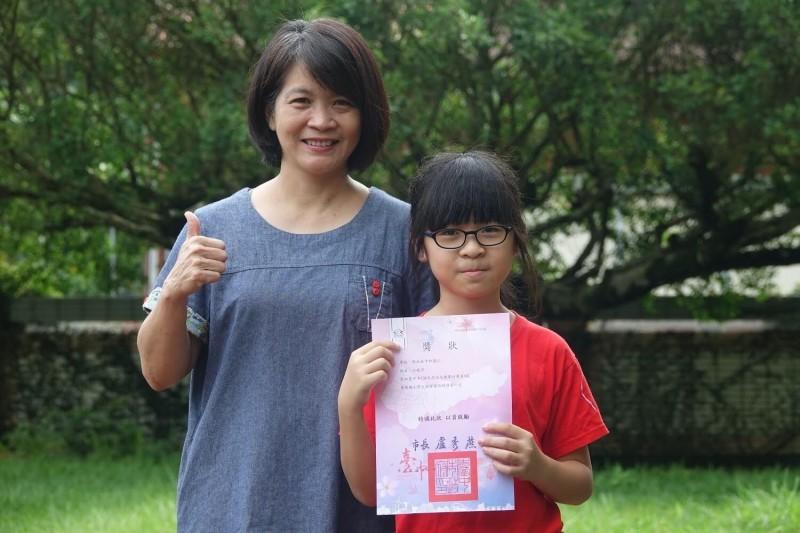 天生戲精!中市偏遠小學印尼新二代 歌仔戲跑龍套獲總統教育獎