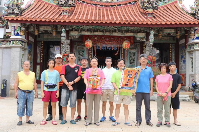 台南善化希諾奇登山隊帶著善化慶安宮媽祖,並在媽祖保佑下,順利完成登玉山。(劉子堅提供)