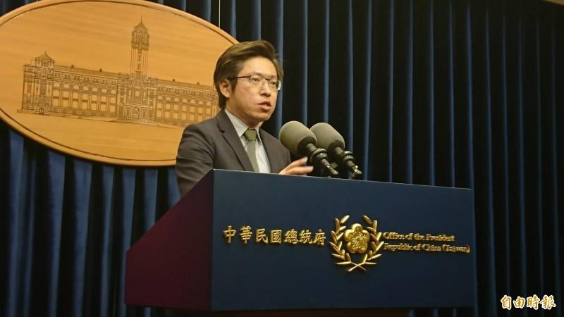 國民黨總統初選的郭台銘與韓國瑜今天在政見會上都對蔡總統的政策提出批評,總統府發言人張惇涵(見圖)一一回擊。(資料照)