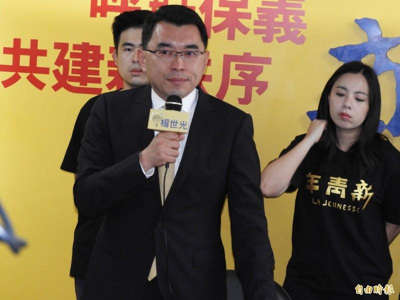 代表新黨參選總統的楊世光今日表示,「我支持統一,我是男人」,當選總統後將把蔡英文繩之以法。(記者陳鈺馥攝)