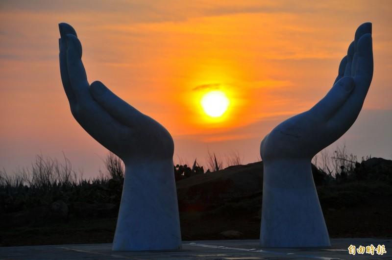 馬公市公所力推金色雙島追夕陽,希望帶動虎井桶盤觀光發展。(記者劉禹慶攝)
